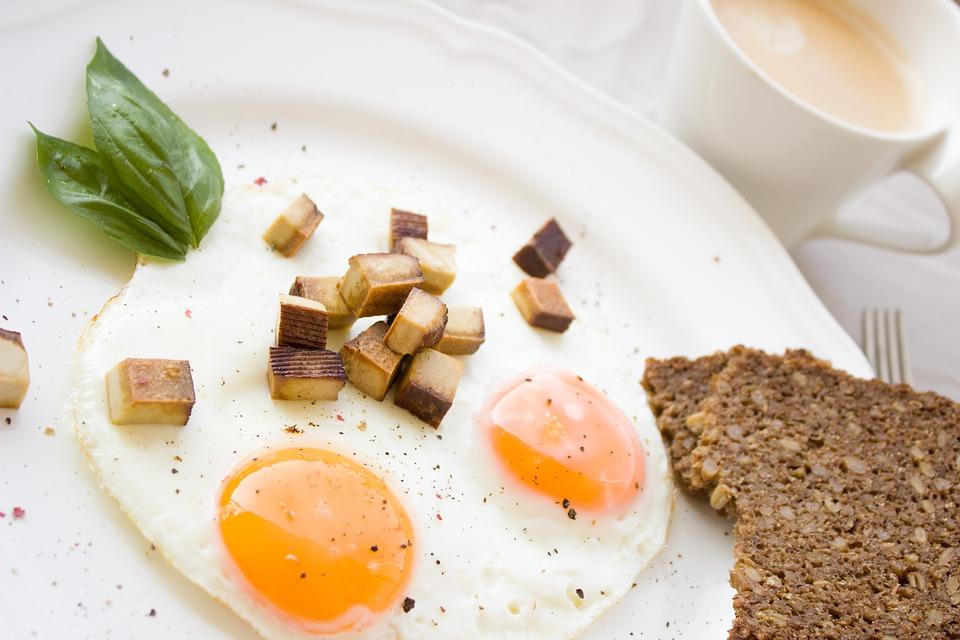 huevos y cafe